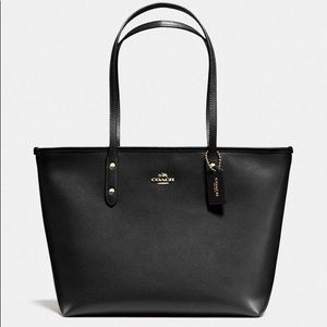 Coach City Tote in Black Crossgrain Leather